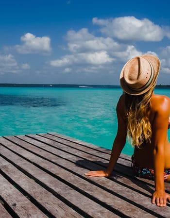 Digital Nomad, Jey Jetter in her bikini in Mexico