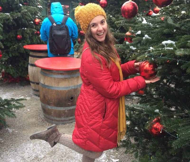 Expat Nicole decorating a Xmas tree in Germany