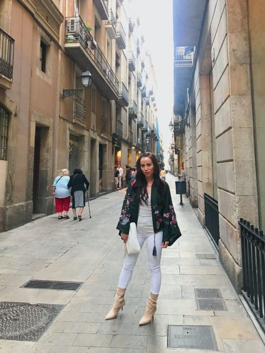 Expat, Sable in a street in Barcelona